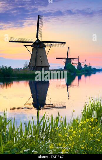 Holland Windmühlen in der Dämmerung - Holland Stockbild