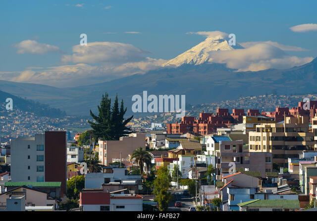 Quito mit Mt.Cotopaxi, Quito, Provinz Pichincha, Ecuador Stockbild