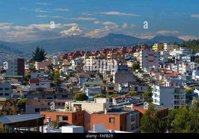 Quito am Morgen hinten Mt. Cotopaxi, Quito, Provinz Pichincha, Ecuador Stockbild
