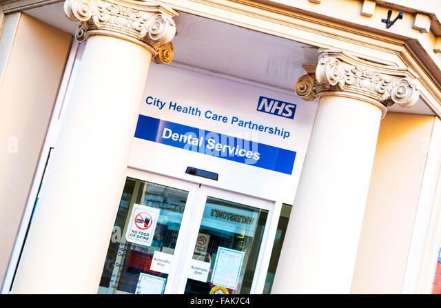 NHS Zahnarzt dental services Service National Health Service Zeichen Gesundheitswesen Kingston upon Hull UK England Stockbild