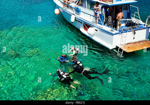 Tauchschule, Kalithea Bay in Rhodos, Griechenland Stockbild