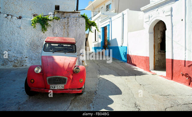 Citroen-Oldtimer im Dorf Koskinou, Rhodos, Griechenland Stockbild