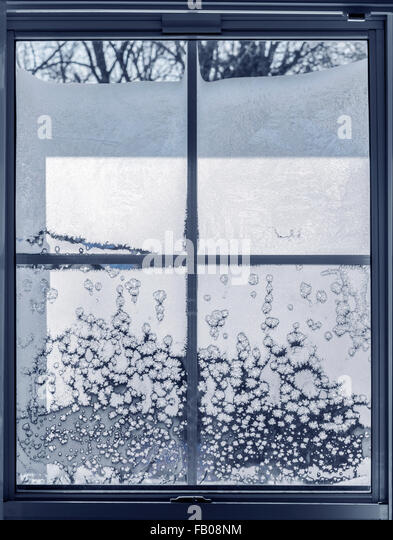 ice crystals glass stockfotos ice crystals glass bilder alamy. Black Bedroom Furniture Sets. Home Design Ideas