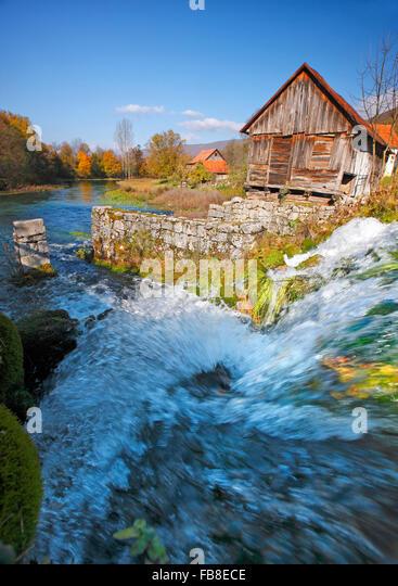 Gacka Flusslandschaft, Majerovo vrilo Stockbild