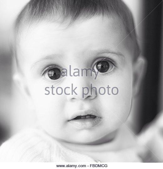 Porträt von Baby zu Hause Stockbild