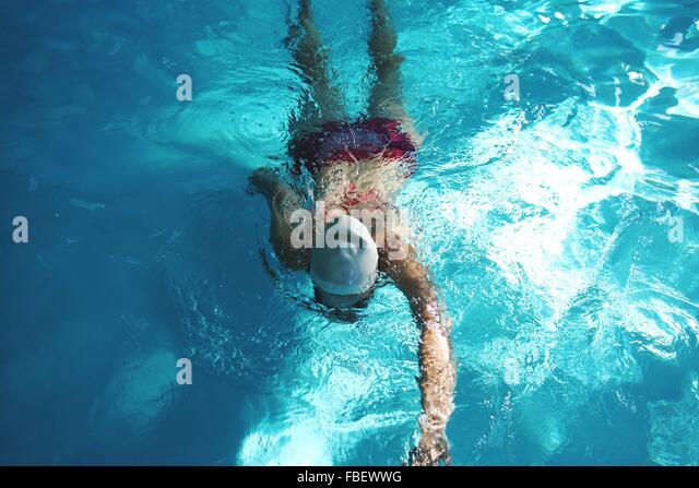 High Angle View Of Frau im Schwimmbad Stockbild