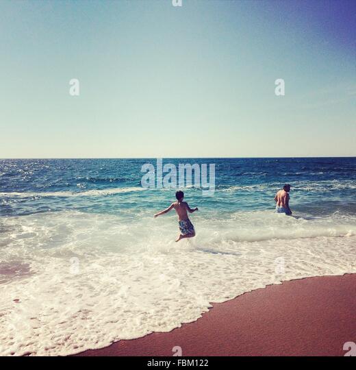 Menschen im Meer Stockbild