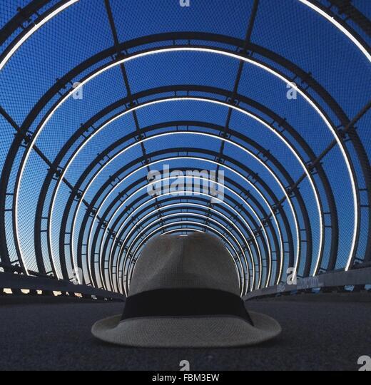 Nahaufnahme der Hut auf der Mitte der Straße Stockbild