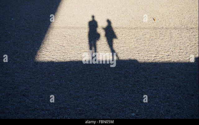 Schatten der Menschen vor Ort Stockbild