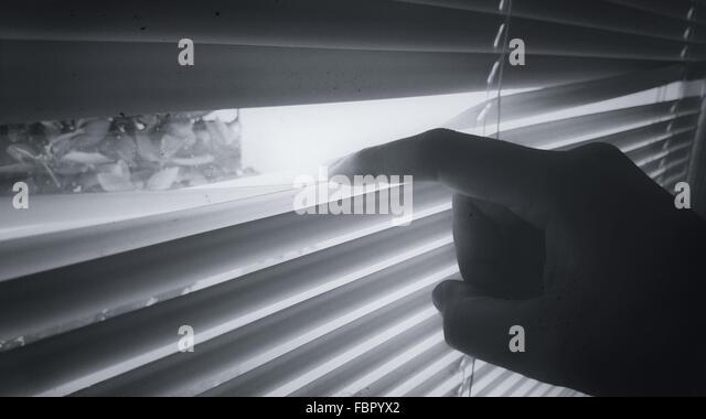 Bild von Hand zu öffnendes Fenster zugeschnitten Stockbild