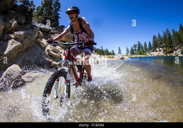 Mountainbiken auf Flume Trail, Tahoe, CA Stockbild