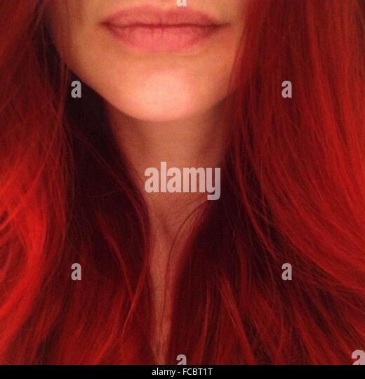 Junge Frau mit roten Haaren in Nahaufnahme Stockbild