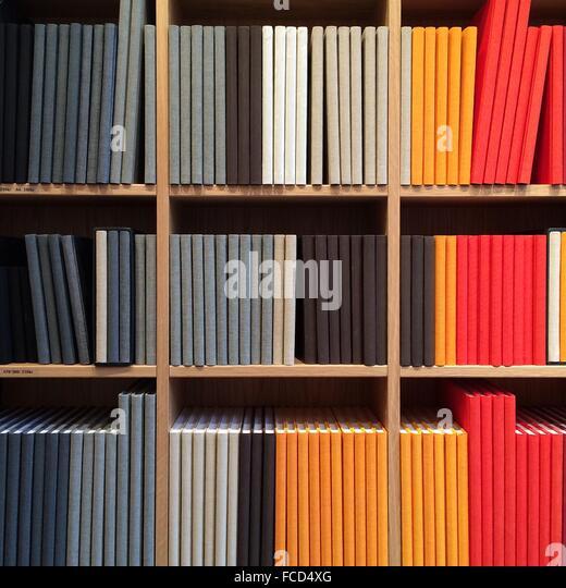 Full-Frameansicht Bücherregal Stockbild