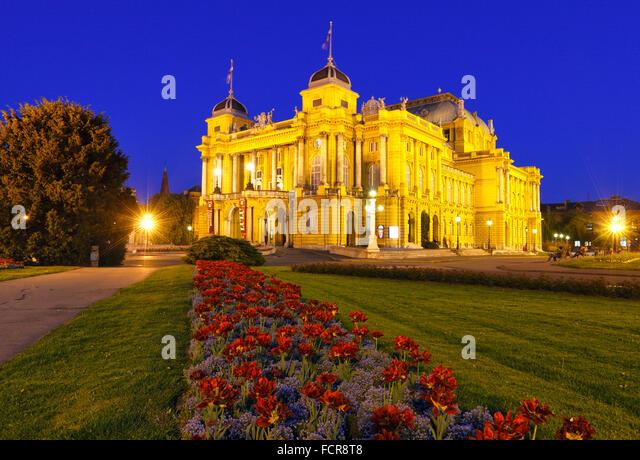 Nationaltheater von Zagreb in der Nacht Stockbild