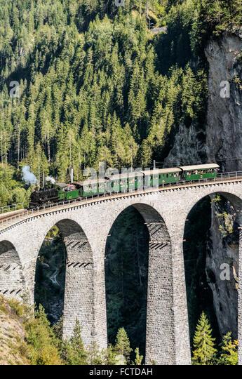 Historischen Dampfzug am Landwasser Viadukt, Graubünden, Schweiz | Historische Dampflok Auf Dem Landwasser Stockbild
