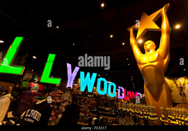 Geschenk-Shop mit einem Bildnis des Oscar-Statue am Hollywood Boulevard, Hollywood, Los Angeles, Kalifornien, USA Stockbild