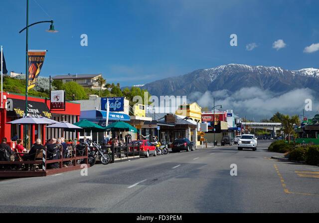 Kaikoura Township und Seaward Kaikoura Ranges, Marlborough, Südinsel, Neuseeland Stockbild