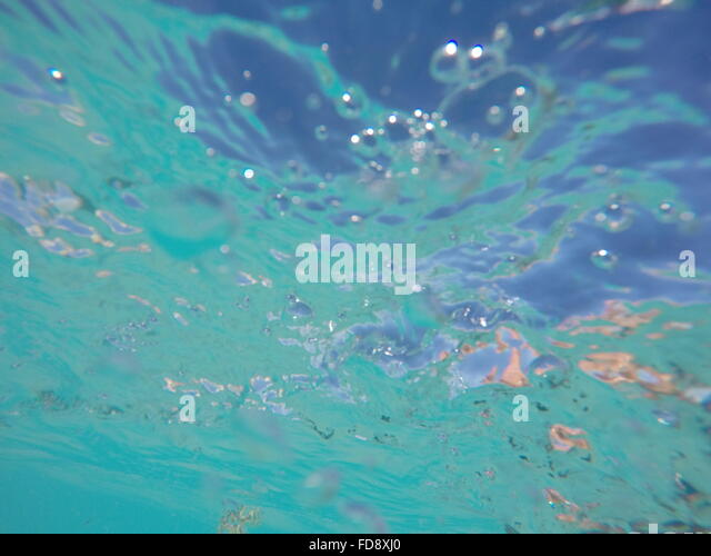 Nahaufnahme von Luftblasen im Wasser Stockbild