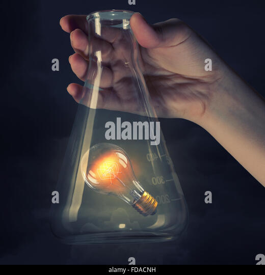 Elektrische Lampe im Reagenzglas. Idee-Konzept Stockbild