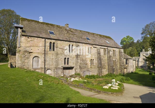 Brunnen-Mühle, das älteste Gebäude auf dem Anwesen von Fountains Abbey in North Yorkshire. Die Kornmühle Stockbild