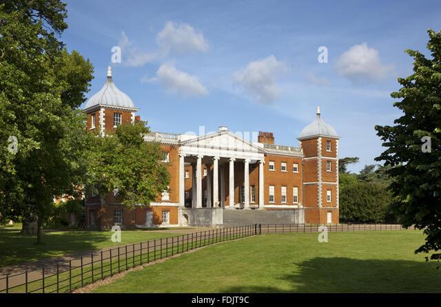 Die Ostfassade mit der 'transparent' Portikus am Osterley, Middlesex. Das Haus ursprünglich elisabethanischen, Stockbild