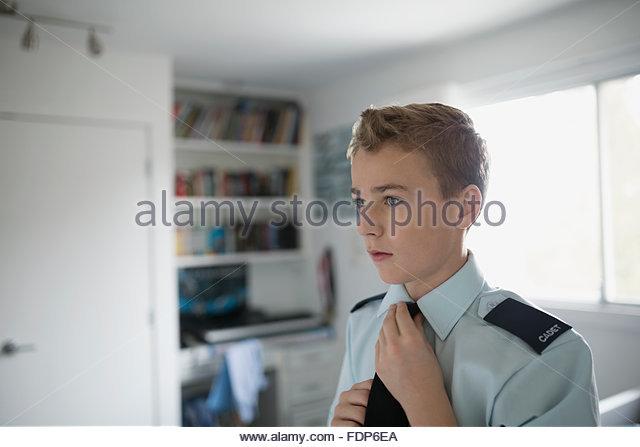 Junge Anpassung Kadett einheitliche Krawatte Stockbild