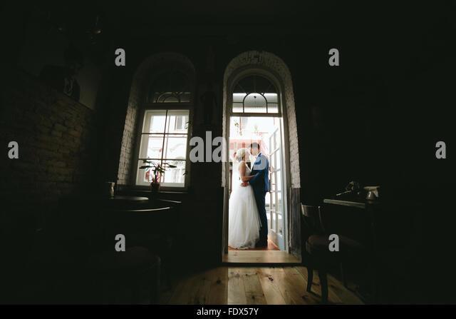 Braut und Bräutigam in Hochzeitstag Stockbild