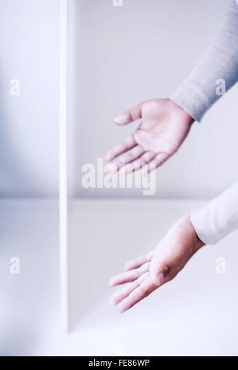Mann mit ihren Händen Stockbild