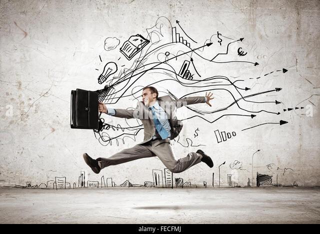 Bild der Geschäftsmann im Sprung vor Skizze Hintergrund Stockbild