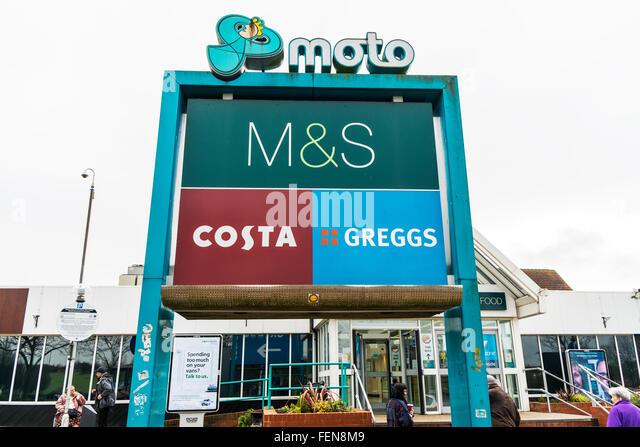 Ferrybridge Dienstleistungen M62 Autobahn Service Schild außen Geschäfte Rastplatz UK England GB Stockbild