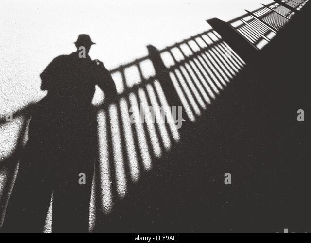 Nahaufnahme der Schatten auf dem Boden Stockbild