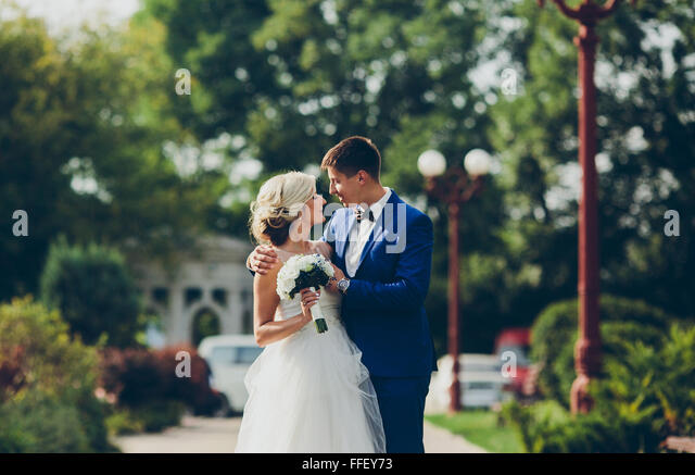 Schöne Hochzeitspaar walkin Stockbild