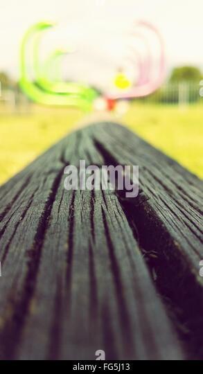 Nahaufnahme des verlassenen Holzbrett auf Spielplatz Stockbild