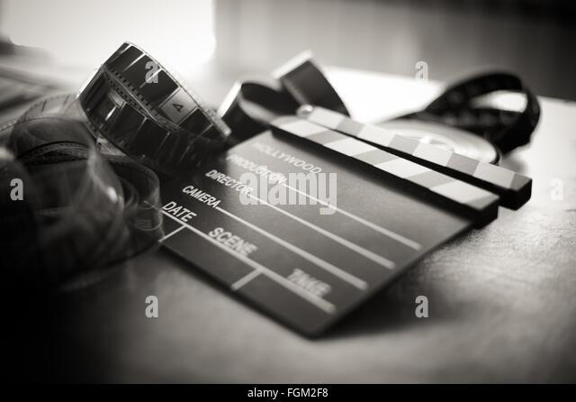 Movie Clapper Board und Filmstreifen Tiefenschärfe und Vintage schwarz / weiß Stockbild