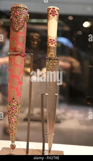 Dolch und Scheide. 18.-19. Jahrhundert. Damaszener Stahl verziert mit Gold, Elfenbein, mit Gold und Rubinen. Indien. Stockbild