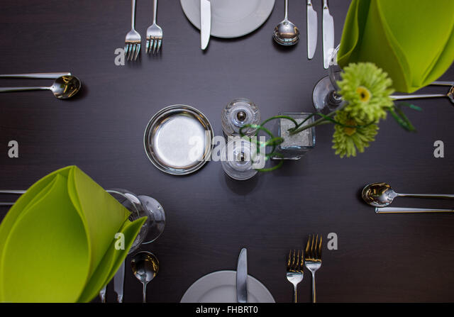 Esstisch im lokalen Restaurant eingerichtet Stockbild