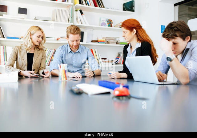 Lebensstil der Geschäftsleute im modernen Büro Stockbild