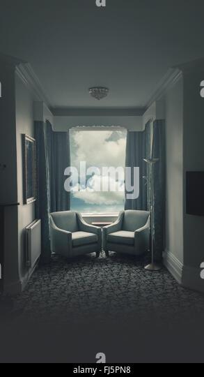 atmosphärischen Hotelzimmer mit zwei Sesseln, die einander zugewandt Stockbild