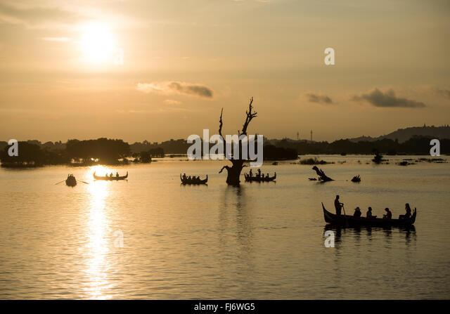 Dehnen 3/4 Meile über Taungthaman-See, neben der alten Hauptstadt von Amarapura (jetzt Teil von Mandalay), Stockbild