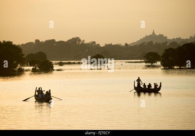 Dehnen 3/4 Meile über Taungthaman-See, neben der alten Hauptstadt von Amarapura (jetzt Teil von Mandalay), - Stock-Bilder