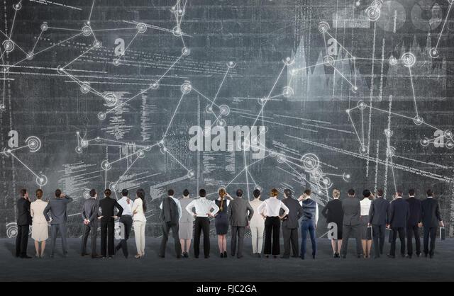 Zusammengesetztes Bild der Heckansicht des multiethnischen Geschäftsleute nebeneinander stehen Stockbild