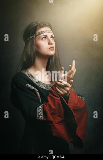 Mittelalterliche Frau mit Augen, weiche Heiliges Licht. Geschichte und religion Stockbild