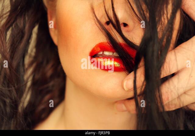 Nahaufnahme von roten Lippenstift auf schöne Frau Stockbild