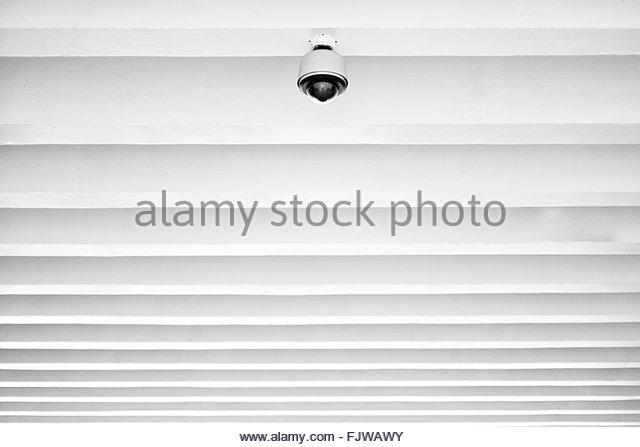 Niedrigen Winkel Ansicht von Beleuchtungseinrichtungen an Decke Stockbild