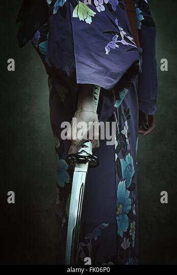 Detail der Samurai-Schwert. Frau im traditionellen kimono Stockbild