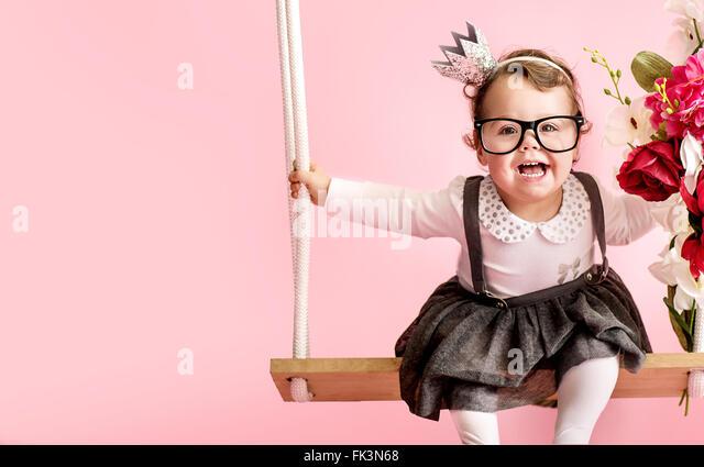 Porträt von einem niedlichen Kleinkind tragen Brillen Stockbild