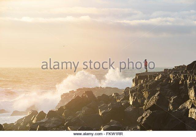 Wellen schlagen Rock, Snaefellsnes Halbinsel Stockbild