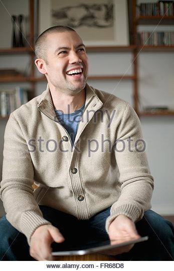 Porträt von stilvollen Mann zu Hause Stockbild