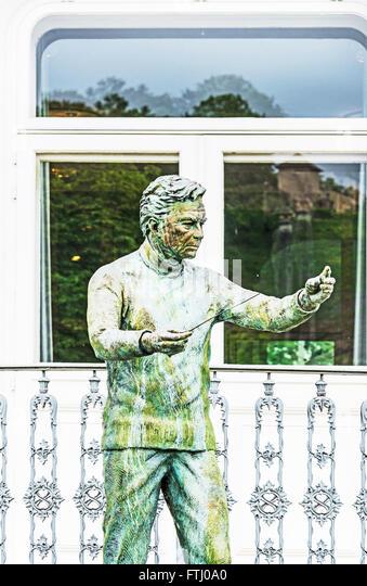 Staue des Dirigenten Herbert von Karajan vor dem Haus, wo er in Salzburg, Karajan Vor seit erst geboren wurde Stockbild