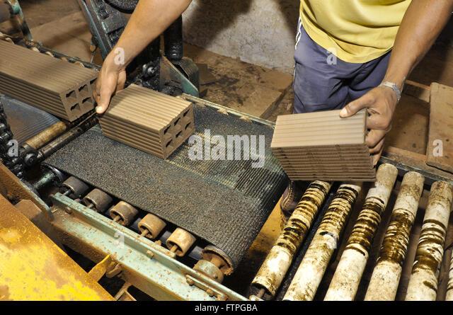 Herstellung von Ziegeln in Keramik - raue region Stockbild